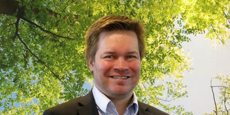 Frank Henriksen har Emballasjeskolen og 16 års fartstid i industrien.