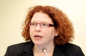 Heidi Savelli i FNs miljøprogram slo fastat nedbrytbar plast ikke er noen løsning på problemet.