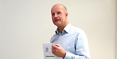 Peter Sundt sier at plast er fremtidens material og fremtidens avfall.