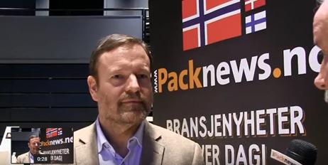 Styreleder Thomas Eie blir intervjuet av Bo Wallteg.