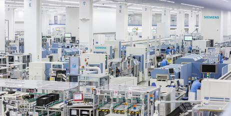 I en digital fabrikk kommuniserer produktene med maskinene, og alle prosesser er integrert og kontrollert via IT.