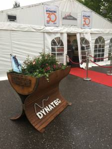 Dynatec SMV har selv laget de dekorative blomsterstativene.