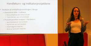 Aina Elstad Stensgård i Østfoldforskning presenterte den nye NOK-rapporten